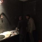 Installatie sanitair spiegels en wasbakken