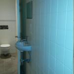Installatie sanitair tegels plaatsen