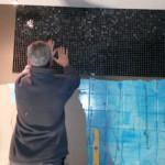 Installatie sanitair tegeltjes plaatsen
